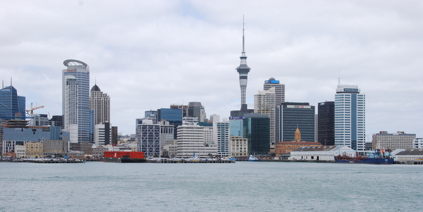 how to get from auckland airport to city centre