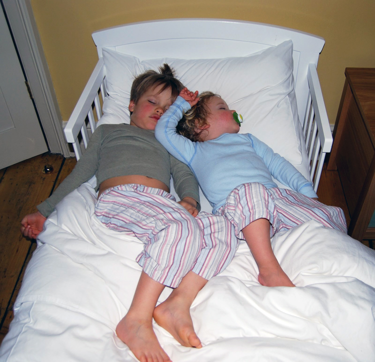 boys-sleeping-in-bed-naked