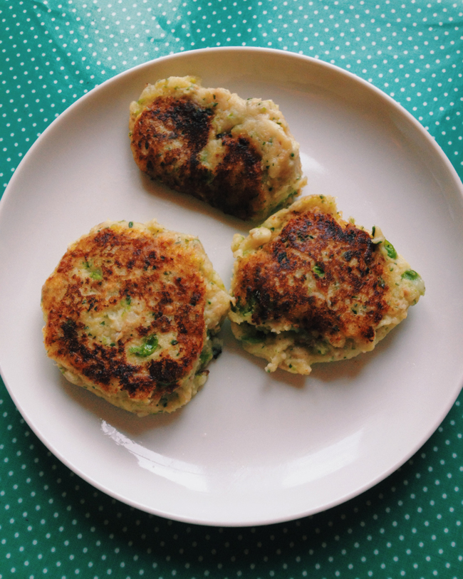 Fish cakes an easy recipe babyccino kids daily tips for Fish cake recipe